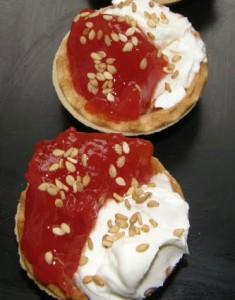 Tartaletes-de-formatge-amb-melmelada-de-tomaquet2