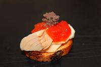 Torradeta-amb-ventresca-i-melmelada-de-tomaquet-picant