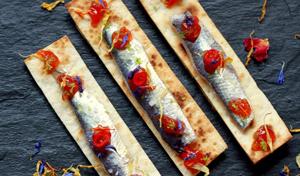 Sardines marinades amb melmelada de tomaquet