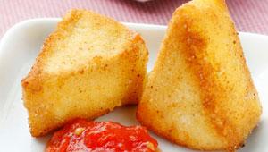 Camembert-fregit-amb-melmelada-de-tomaquet